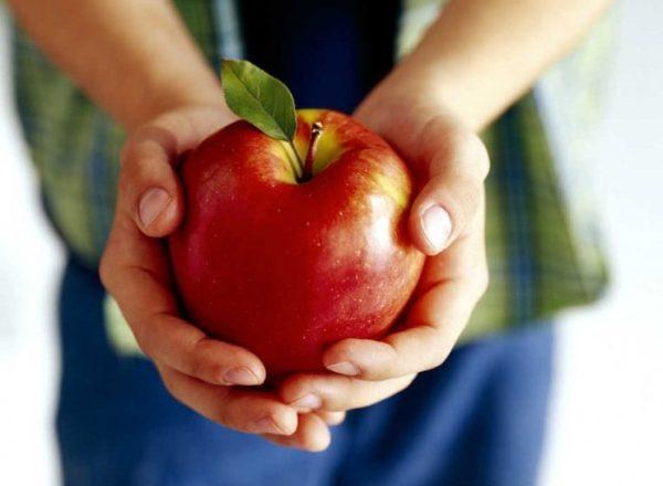 Việc sử dụng, chế phẩm, tác hại của quả táo với cơ thể con người là gì, trái cây này có thể cho mọi người không?